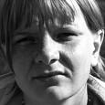 (SVT/Culture Department) (K-special 56 minutes) Filmen skildrar fyra generationer av pigarbetande kvinnor varav den sista i raden är Aino Trosell själv som tidigt bryter upp från familjen och börjar på nytt i Göteborg.