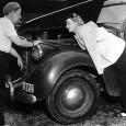 Bang (Barbro Alving) var vår mest berömda krigskorrespondent genom tiderna. Ensam, orädd ofta på självmordiska uppdrag, med livet som insats. Hon fick sitt genombrott med rapporteringen om de Olympiska Spelen i Hitlers Berlin 1936 i DN.